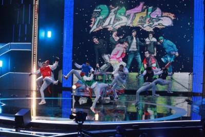 Barevné baseballové bundy pro tanečníky jako The Pastels 0b7cc9d3812